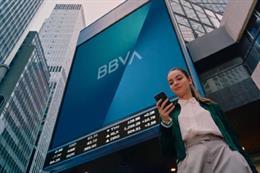Edificio con el nuevo logo y marca de BBVA.