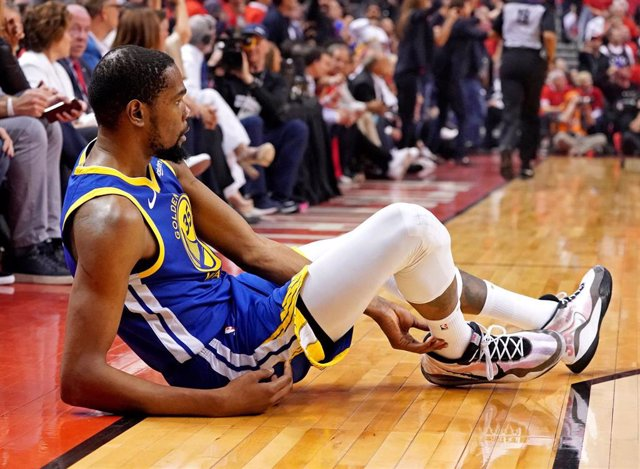 Kevin Durant en el momento de su lesión ante los Raptors