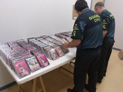Incautadas 400 películas con contenidos pornográficos expuestas de manera ilegal en bazares de Navarra