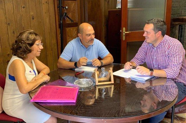 Manuel Ángel Chacón Recoge Información Sobre Las Necesidades De Ela Y Barriadas Rurales De Jerez