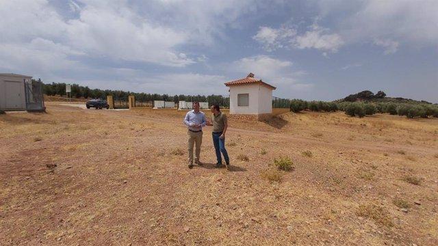 Visita al paraje de Génave donde se habilitará una zona de autocaravanas.