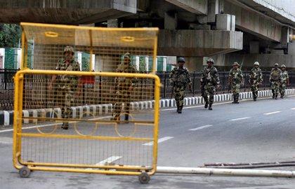 """India insta a Pakistán a mantener las relaciones y alega que Cachemira es """"un asunto interno"""""""