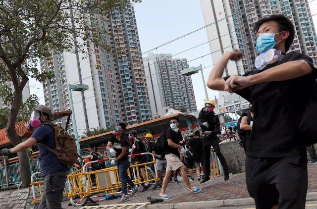 Enftrentamientos entre policías y manifestantes en Hong Kong