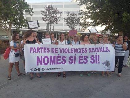 Un centenar de personas se manifiestan en Magaluf en contra de las violencias machistas y las agresiones sexuales