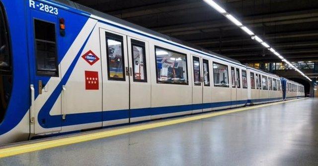 Tres de Metro de Madrid en una parada
