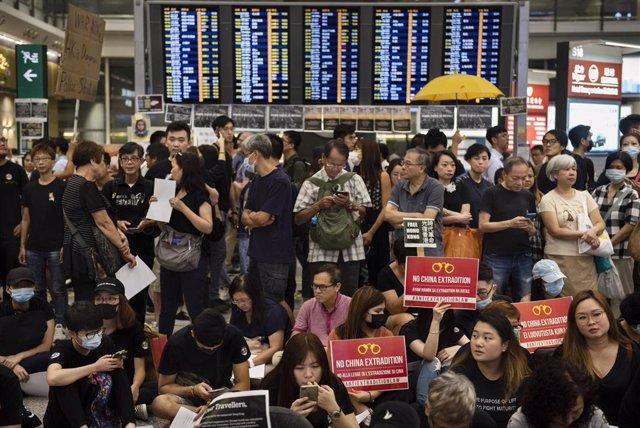 26 julio  2019, China, Aeropuerto de Hong kong: Photo: Miguel Candela/SOPA Images via ZUMA Wire/dpa