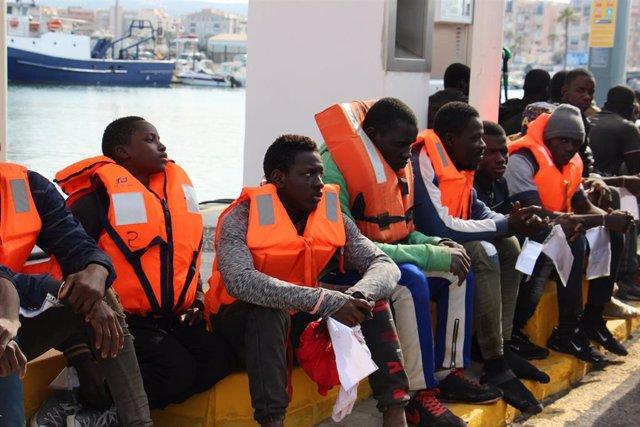 Personas rescatadas en una imagen de archivo.