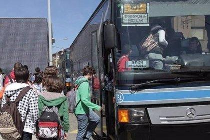 Un tribunal paraliza cautelarmente la adjudicación del servicio de transporte escolar en Almería para el próximo curso