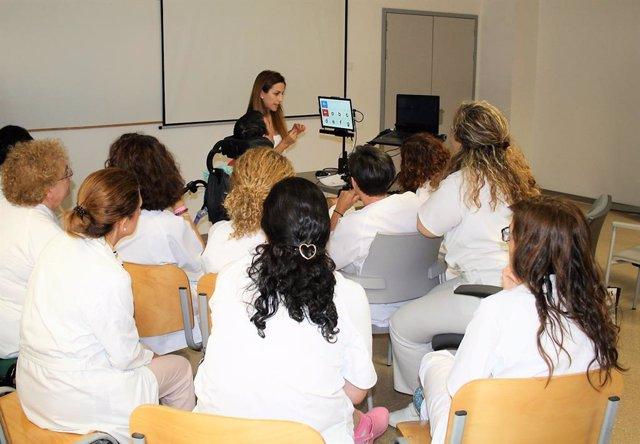 El San Cecilio implementa un dispositivo de comunicación con la mirada del paciente