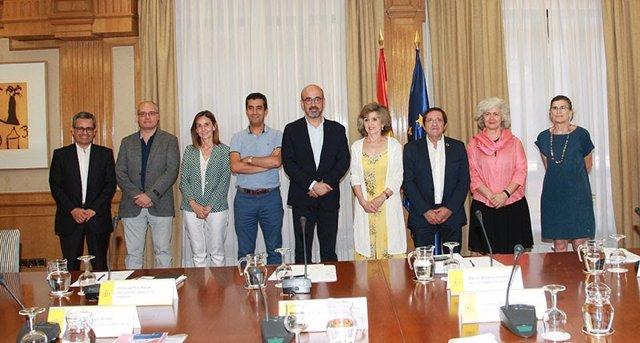 Reunión de la ministra de Sanidad, María Luisa Carcedo, con representantes de la Sociedad Española de Geriataría y Gerontología (SEGG)