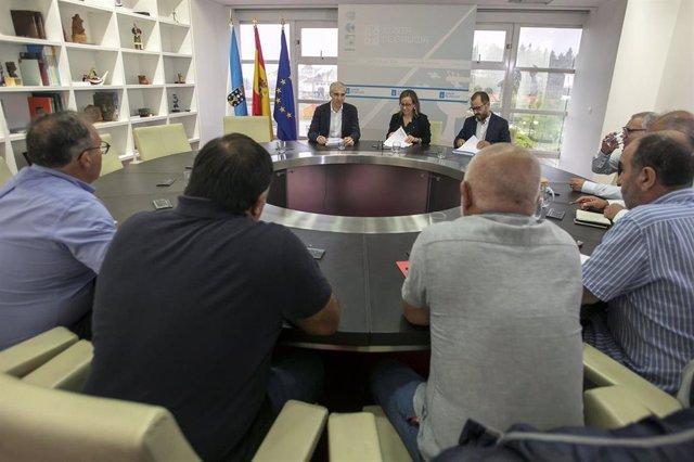 Reunión entre la Xunta y representantes sindicales de la central de Meirama