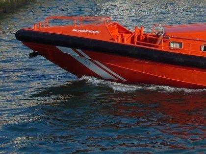 Trasladados a Burela (Lugo) los tres tripulantes de un velero tras sufrir una vía de agua
