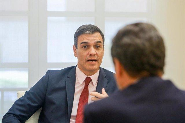 """AMP.- Sánchez hablará """"a finales de agosto o principios de septiembre"""" con los p"""