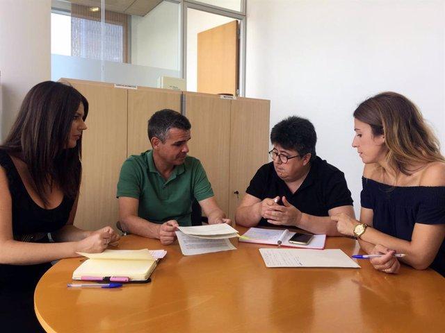 Los diputados socialistas Irene Díaz, José Berna y Antonia García mantienen una reunión con Conchi Sanromá en la Diputación de Málaga para pedir un consejo provincial LGTBI