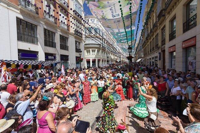 Feria de Málaga baile ocio calle Larios fiesta verano turismo turistas