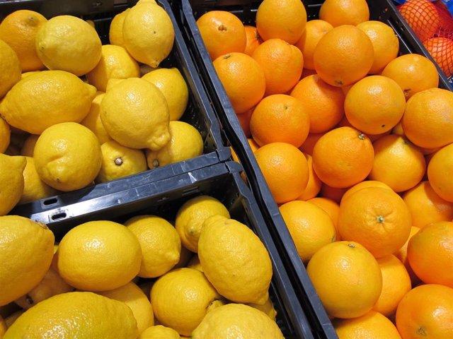 Limones, naranjas, cítricos