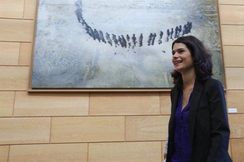 La candidata de UP-IU-Madrid en Pie a la Presidencia de la Comunidad, Isabel Serra, llega a una reunión con el PSOE en la Asamblea de Madrid.