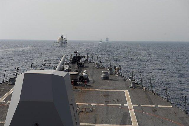 Buques de guerra en el golfo Pérsico