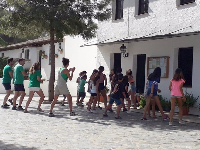 Diputación De Cádiz: David De La Encina Y Daniel Moreno Visitan A Los Menores Que Participan En Actividades Medioambientales En El Barriche