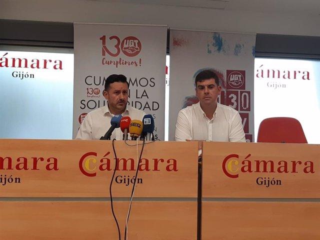 Los secretarios generales de UGT Asturias y Gijón, Javier Fernández Lanero y Fernando Díaz, en rueda de prensa en la Cámara de Comercio