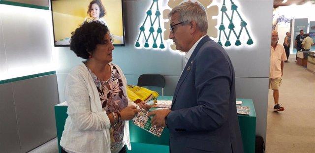 La consejera de Cultura, Política Llingüística y Turismo del Principado,  Berta Piñán, junto al rector de la Universidad de Oviedo, Santiago García, en la Fidma