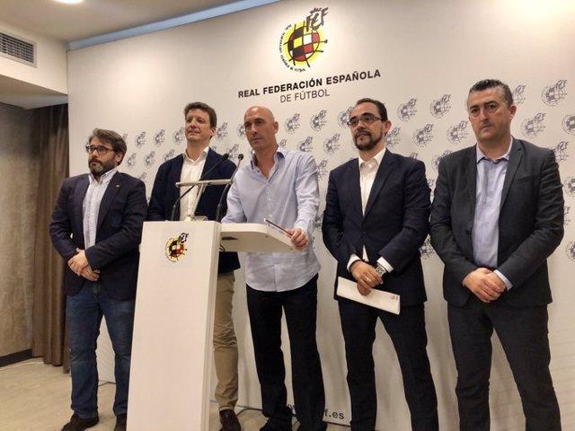 El presidente de la Real Federación Española de Fútbol (RFEF), Luis Rubiales, comparece tras la resolución del conflicto de los horarios