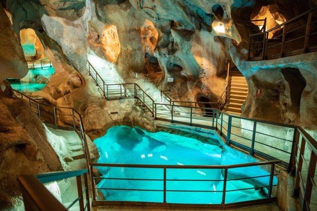 Cueva del Tesoro de Rincón de la Victoria, cavidad promocionada en Málaga capital y provincia