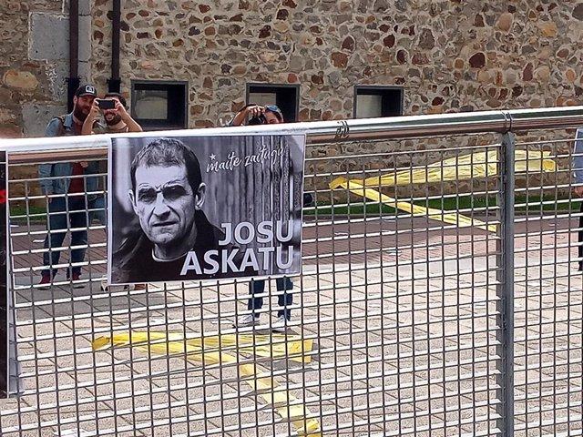 Cartel pidiendo la libertad de Josu Ternera.