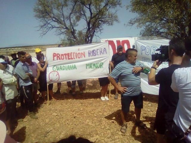 Concentración contra una macrogranja porcina en Zújar