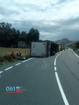 Accidente entre camión y motos en Ontón