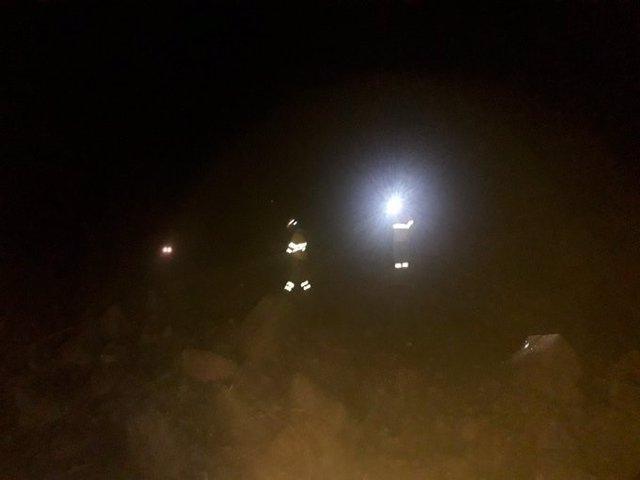 Labores de extinción de un Incendio nocturno en El Pedroso (Sevilla).