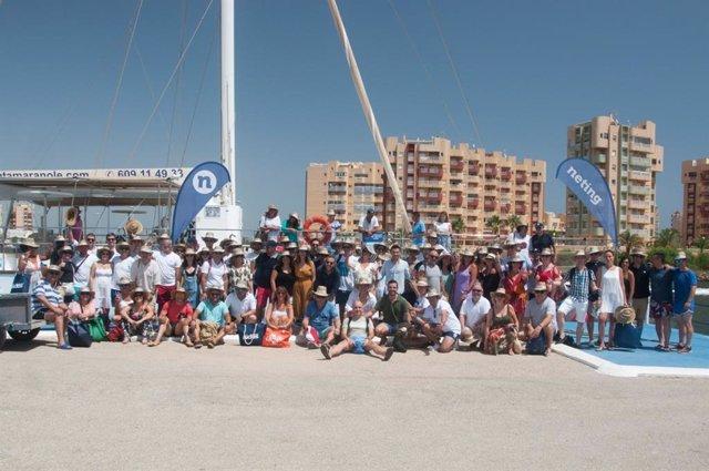 Un total de 96 profesionales participaron este viernes en La Manga en un evento de networking a bordo de un catamarán