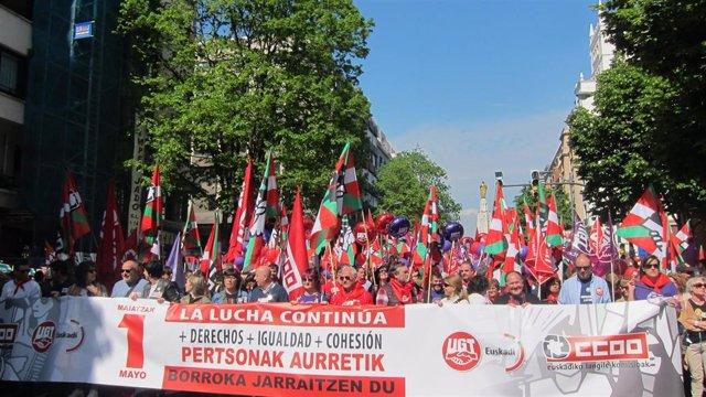 Manifestación del 1 de Mayo de CCOO y UGT en Bilbao, con sus secretarios generales a la cabeza, Loli García y Raúl Arza
