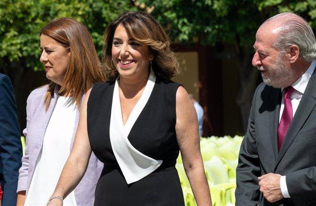 La secretaria general del PSOE-A, Susana Díaz (c) junto al presidente de la Diputación de Sevilla, Fernando Rodríguez Villalobos (d) dirigiendose al Pleno de constitución de la Diputación de Sevilla.