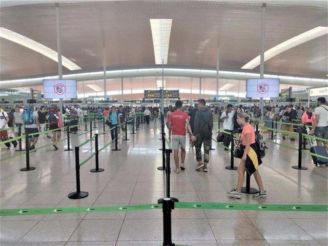 Filtro de seguridad en la T1 del Aeropuerto de Barcelona