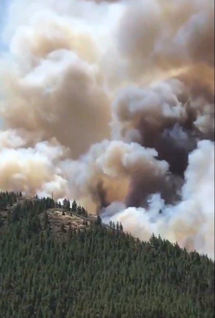 El incendio de Artenara (Gran Canaria) sigue activo y fuera de control