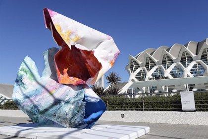 Esculturas monumentales y florales conviven con la fotografía en la Ciutat de les Arts i les Ciències