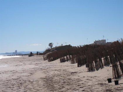 Rescatada con síntomas de ahogamiento una mujer en la playa del Saler