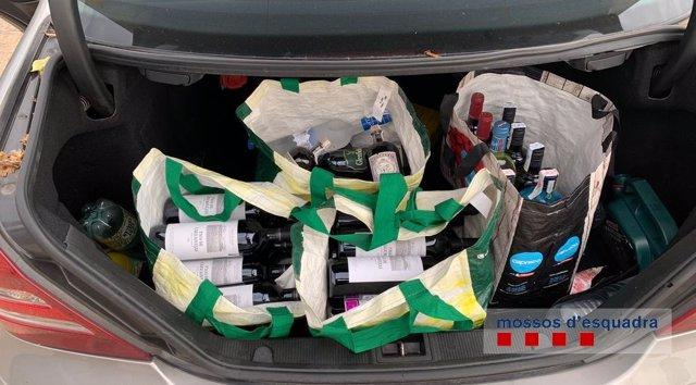 Ampolles en el maleter de la parella detinguda.