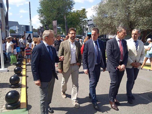 Visita del consejero de Industria, Empleo y Promoción Económica, Enrique Fernández, , segundo por la izquierda, a la Feria de Muestras.