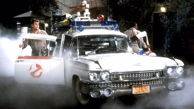 El coche Ecto-1 en Los Cazafantasmas (1984)