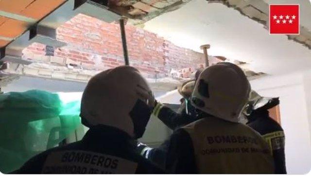IMAGEN RECURSO DE BOMBEROS DE LA COMUNIDAD DE MADRID EN UNA VIVIENDA DERRUMBADA EN SAN FERNANDO DE HENARES