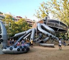 El Parc de la Pegaso barceloní estrena una zona de jocs codissenyada pels nens (AJUNTAMENT DE BARCELONA)
