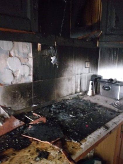 Atienden a un varón por inhalación de humo tras un incendio de vivienda en Torredelcampo (Jaén)