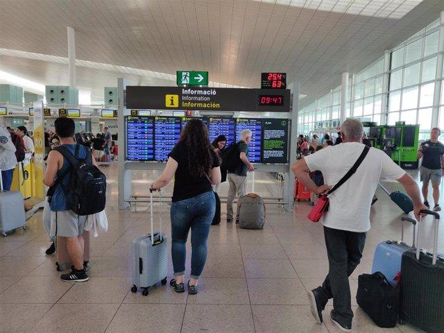 Segunda jornada de huelga de los vigilantes de seguridad en el Aeropuerto de Barcelona.