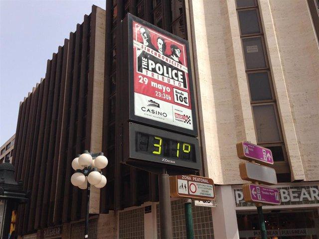 Imagen de archivo de un termómetro de València a 31 grados