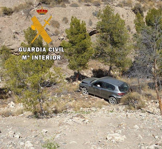 Vehículo accidentado en un barranco en Santa Fe de Mondújar