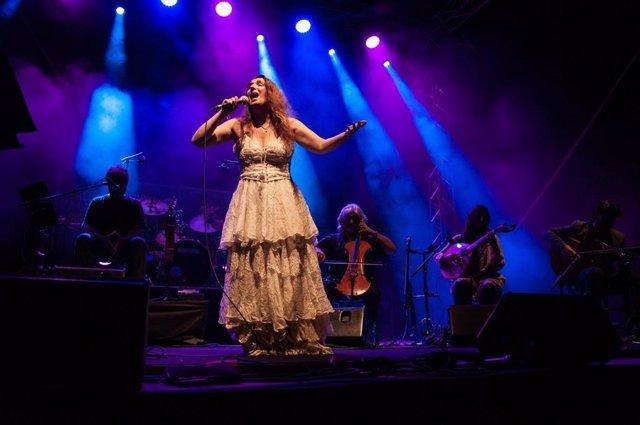 Dulce Pontes, en una actuación en el Alcázar de Jerez.