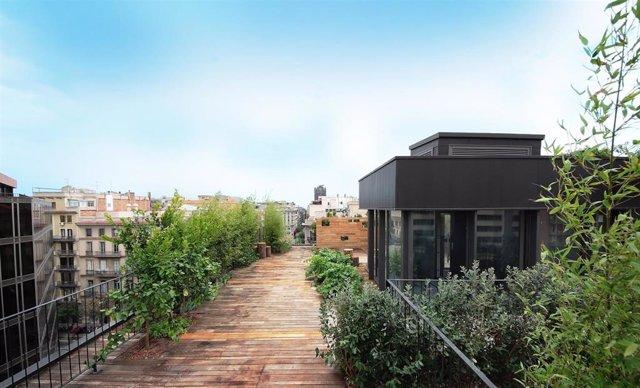Terraza de la nueva sede de La Casa por el Tejado, empresa de áticos nuevos