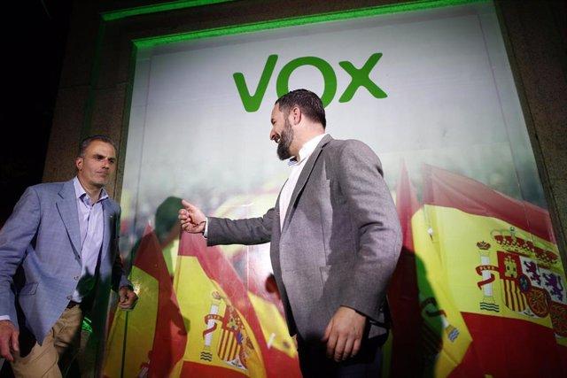 El candidato de VOX a la alcaldía de Madrid, Javier Ortega Smith, y el presidente de VOX, Santiago Abasca